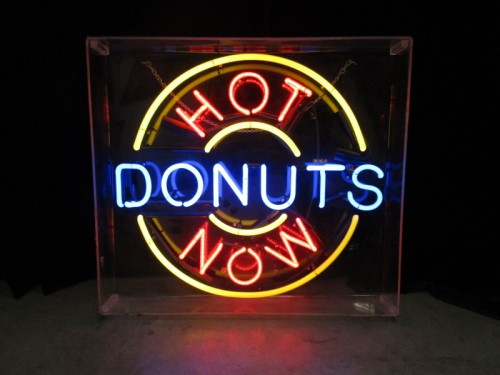 HOT DONUTS NOW NEON